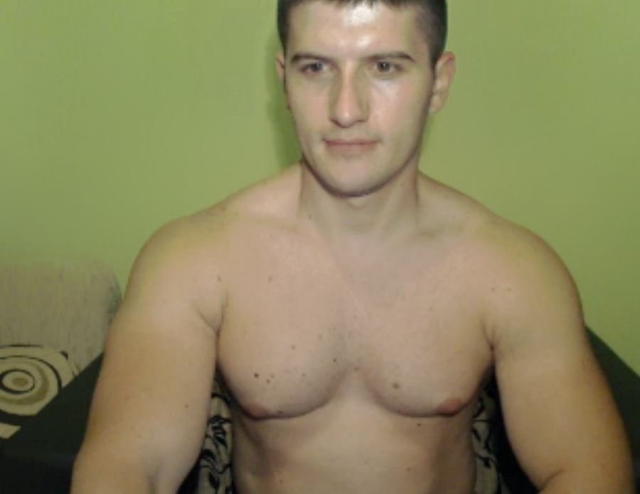 Come Chat with Hot Live Amateur Men at Cams.com