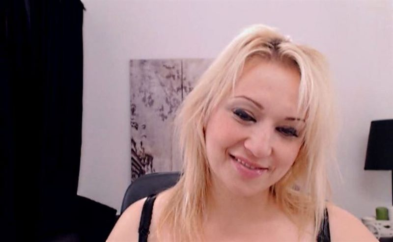 Live Blonde Mature Models Are Waiting for You