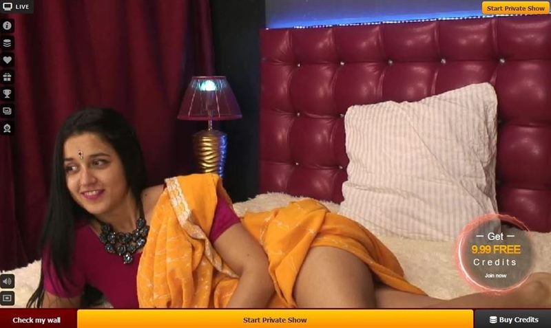 Exotic Indian cam babe relaxes between shows on LiveJasmin.com