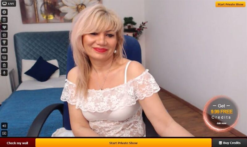 Mature cam cougar smiles for the spectators on LiveJasmin.com