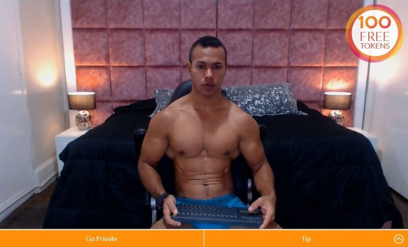 Muscled Latino stud flexing on Cams.com