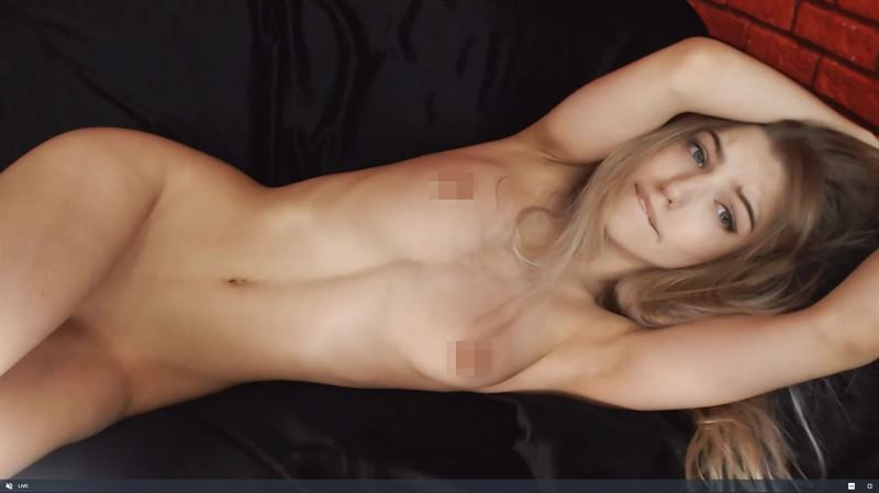 Gorgeous blonde posing naked on Chaturbate