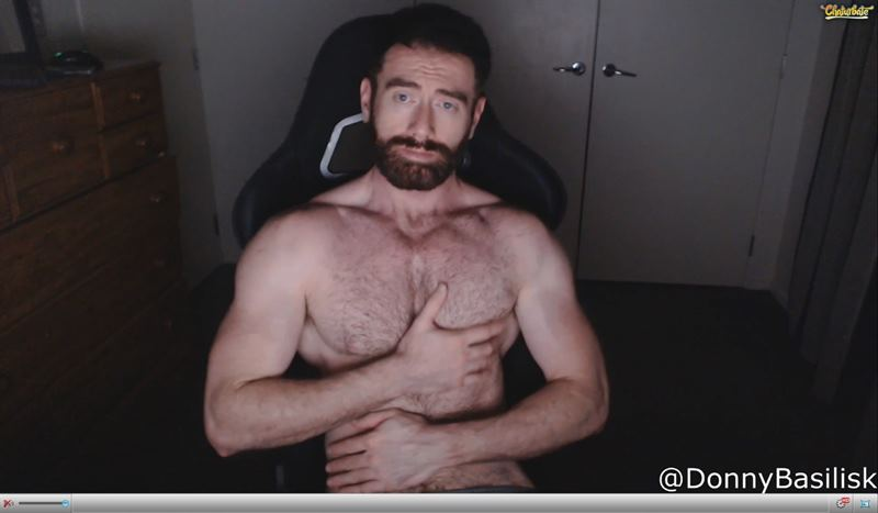 Hairy muscled stud touching himself on Chaturbate