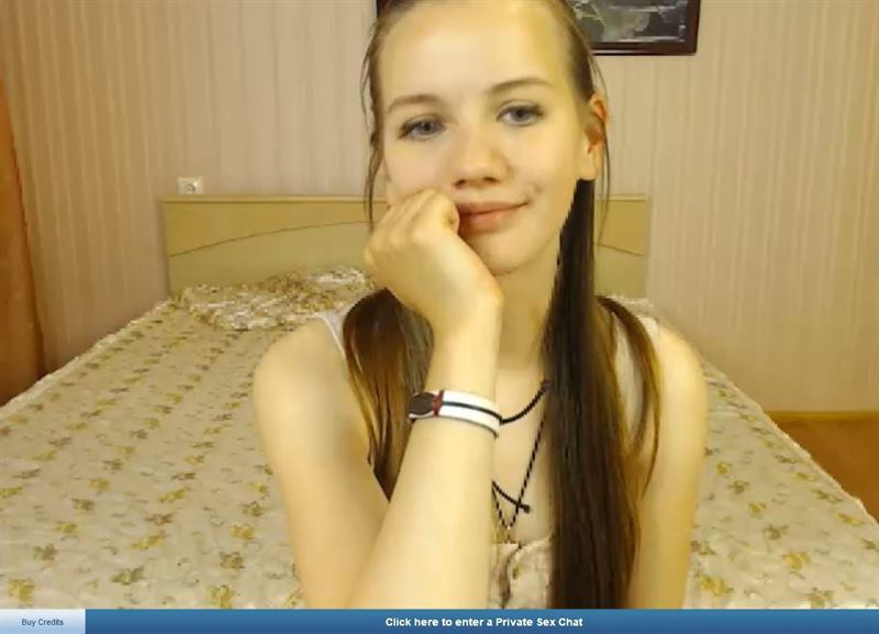 ImLive cute cam girl showing her adorable smile