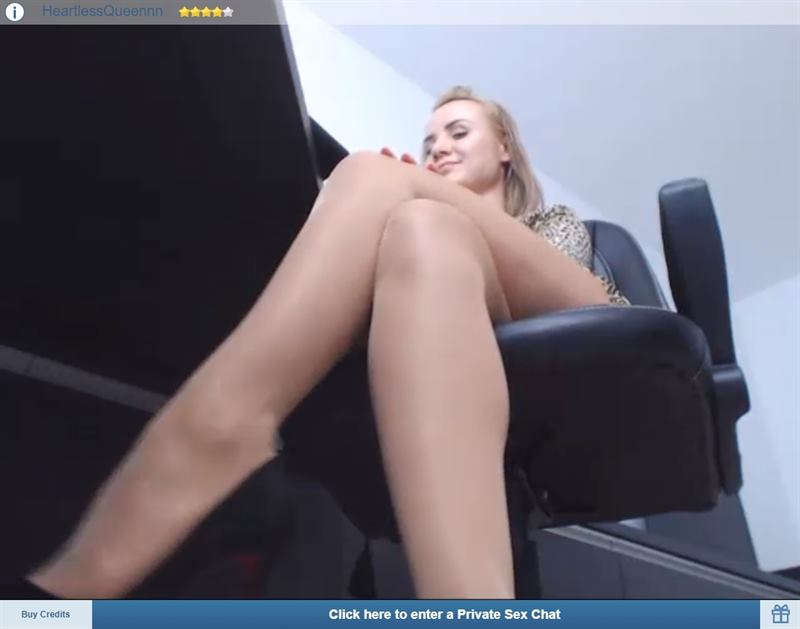 Blonde giantess cam show on ImLive ImLive