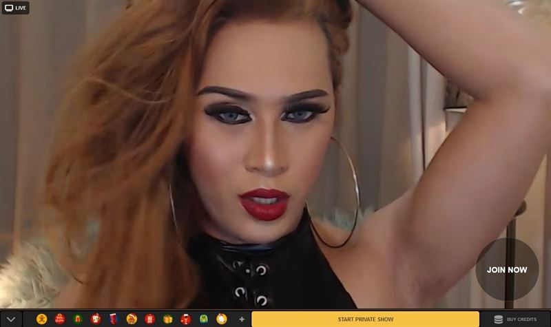 Hot tranny posing on MyTrannyCams