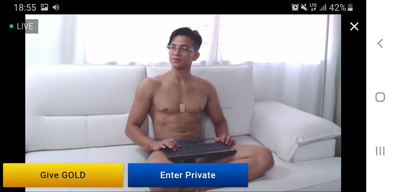 Hot mulatto chatting with members on Streamen